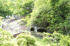 1900年(明治33年)に建設された発電所の放水隧道跡